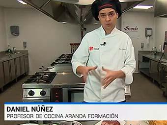 Daniel Nuñez, docente de la Escuela de Hostelería Aranda Formación, explica la importancia de la conservación de los alimentos en RTVE